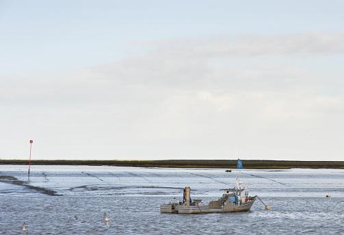 Horizontal「French oyster boat...」:スマホ壁紙(4)