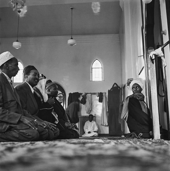 Low Angle View「Cardiff Muslims」:写真・画像(11)[壁紙.com]