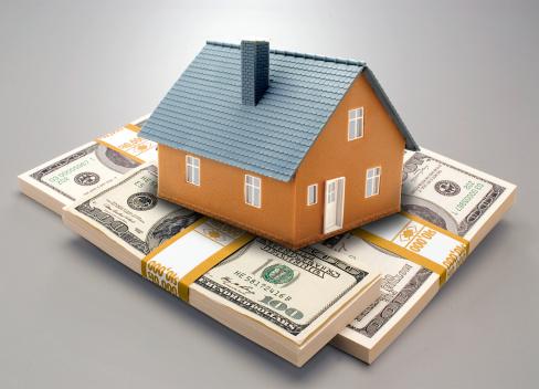 Gray Background「House model resting on money」:スマホ壁紙(8)