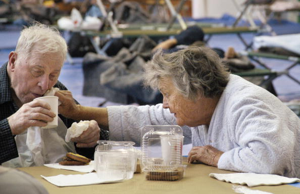 Senior Couple「Wildfire Consumes Over 17,000 Acres North Of Los Angeles」:写真・画像(1)[壁紙.com]