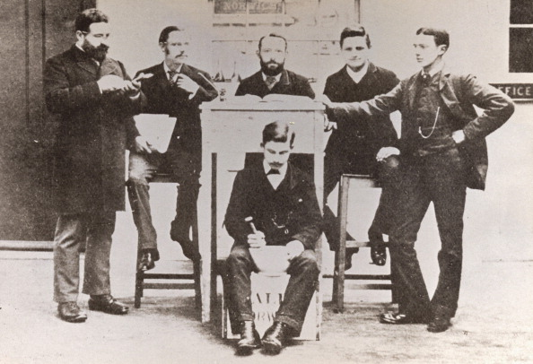 Mortar and Pestle「Office staff of Caley, Norwich, Norfolk, 1885.」:写真・画像(16)[壁紙.com]