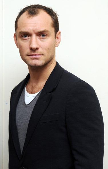 カメラ目線「Launch Of Peace One Day's Global Truce 2012 Student Campaign With Jude Law」:写真・画像(17)[壁紙.com]