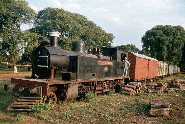 Industry「Paraguay railways had six of these Edwardian 2-6-2T built by Hawthorn Leslie of Newcastle Upon Tyne between 1910/1913. This example is scene at Encarnacion on the Argentinian border in January 1979.」:写真・画像(15)[壁紙.com]