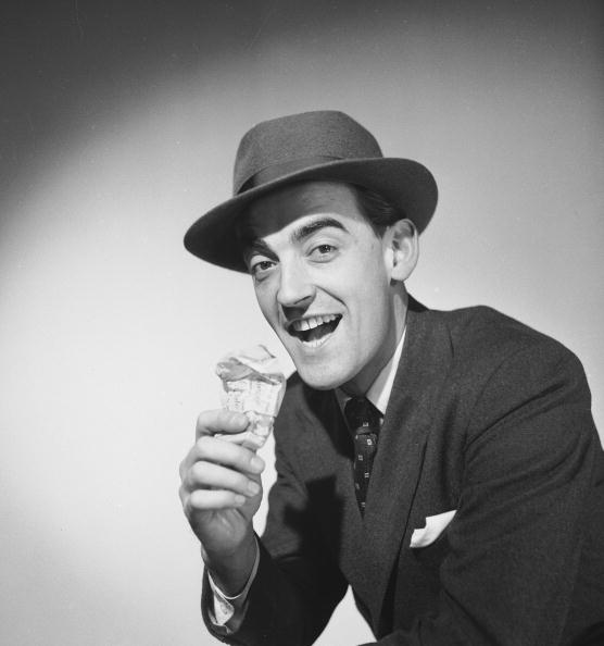 Chaloner Woods「Enjoying Ice Cream」:写真・画像(4)[壁紙.com]