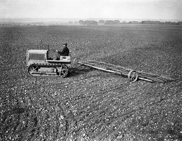 Plowed Field「Tractor And Harrow」:写真・画像(4)[壁紙.com]
