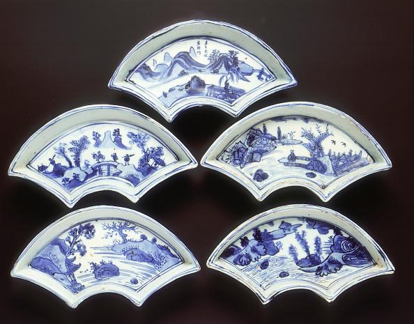 Fan Shape「Five ko-sometsuke fan-shaped landscape dishes, China, 1600-1644.」:写真・画像(18)[壁紙.com]