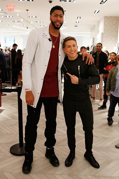 "Basketball player Anthony Davis「NBA All-Star Anthony Davis Celebrates his Latest ""Saks Fifth Avenue x Anthony Davis"" Collection at Saks Downtown Men's」:写真・画像(11)[壁紙.com]"