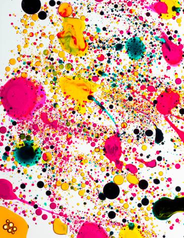 カラー画像「Colorful abstract bubbles emerging into pattern」:スマホ壁紙(14)