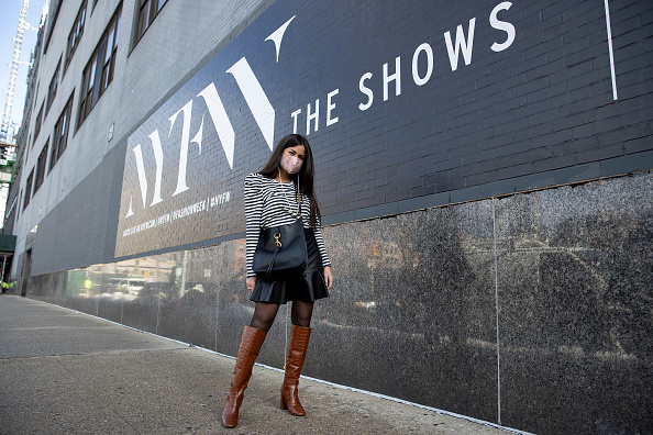 Leather Purse「Street Style - February 2021 - New York Fashion Week: The Shows」:写真・画像(3)[壁紙.com]