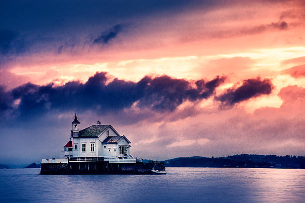 Church Perched on Stone in The Middle of Norwegian Fjord:スマホ壁紙(壁紙.com)