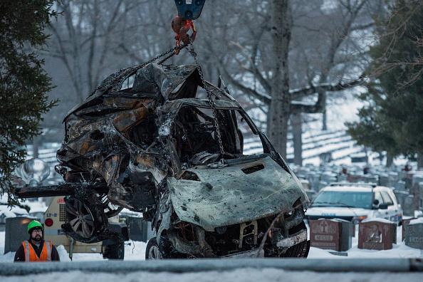 Andrew Burton「Metro North Commuter Train Collides With Vehicle Killing Seven」:写真・画像(9)[壁紙.com]