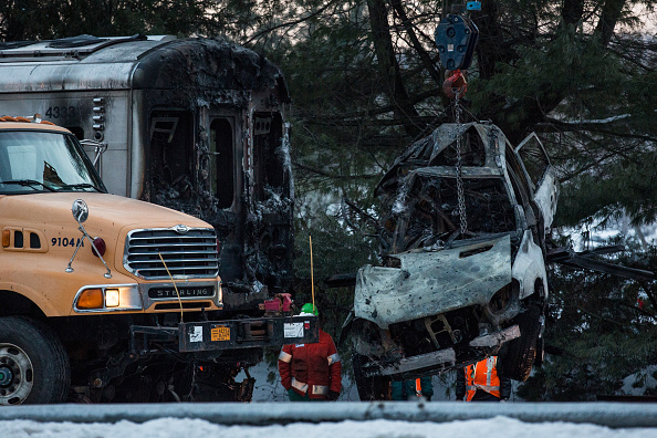 Andrew Burton「Metro North Commuter Train Collides With Vehicle Killing Seven」:写真・画像(10)[壁紙.com]