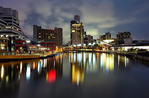 Melbourne Docklands「Skyline of Melbourne regenerated docklands at night」:スマホ壁紙(11)