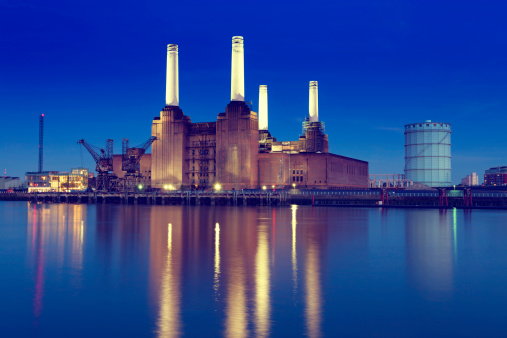 Power Supply「Skyline of Battersea Power Station with lake reflection」:スマホ壁紙(1)