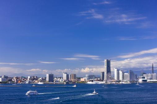 海「Skyline of Minatomirai, Yokohama City, Kanagawa Prefecture, Honshu, Japan」:スマホ壁紙(11)