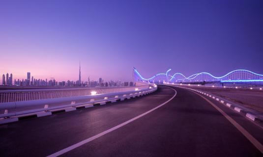 Road Marking「Skyline of Dubai with futuristic bridge, UAE」:スマホ壁紙(11)