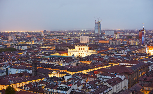 Torino Province「Skyline of Turin illuminated at dusk」:スマホ壁紙(10)