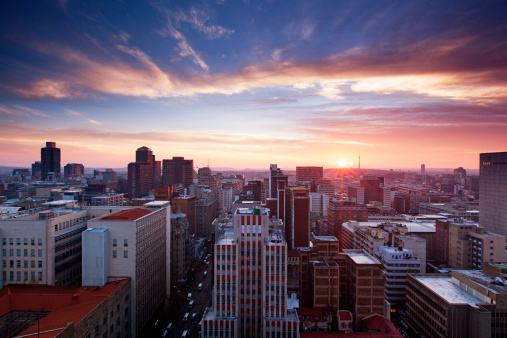 South Africa「Skyline of Johannesburg city center, Johannesburg, Gauteng Province, South Africa」:スマホ壁紙(17)