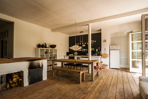 Rustic「Spacious dining room with wooden floor」:スマホ壁紙(3)