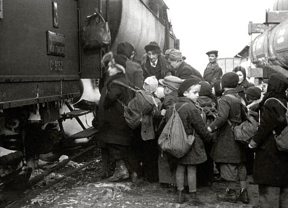 Transportation「Children being transported to Switzerland」:写真・画像(4)[壁紙.com]