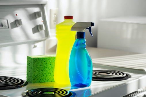 Spray Bottle「Cleaning Products and Sponge on White Kitchen Oven」:スマホ壁紙(17)