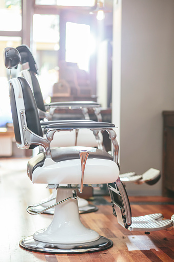 Art And Craft「Hairdresser chairs in a barber shop」:スマホ壁紙(15)