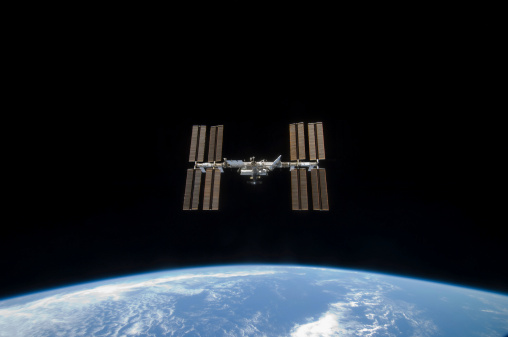Planet Earth「March 25, 2009 - The International Space Station, backdropped by the blackness of space and Earth's horizon.」:スマホ壁紙(14)