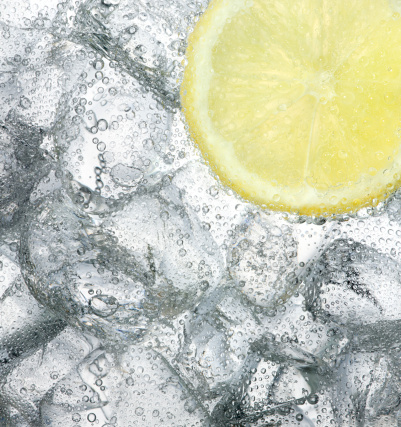 Tonic Water「Ice cold drink with a slice of lemon」:スマホ壁紙(8)