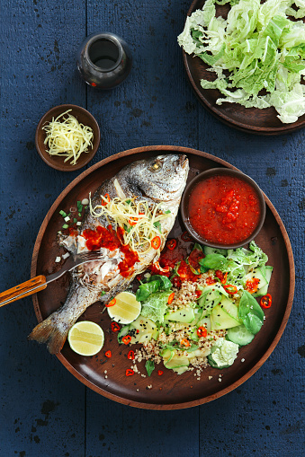 Chili Sauce「Grilled sea bream with zucchini, herbs, ginger and quinoa salad」:スマホ壁紙(11)