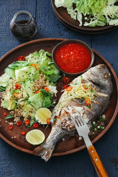 Grilled sea bream with zucchini, herbs, ginger and quinoa salad:スマホ壁紙(壁紙.com)