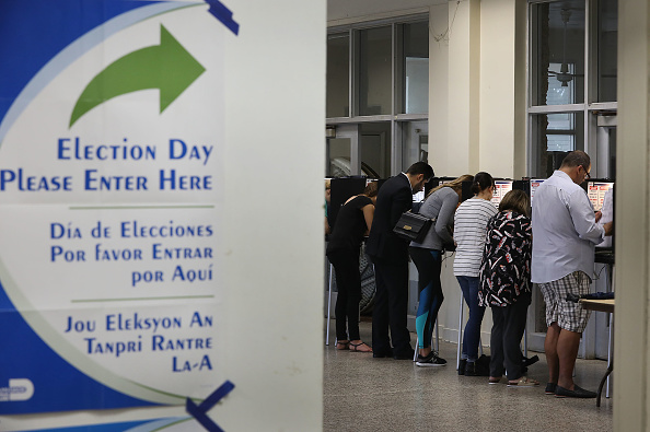 Midterm Election「Voters Across The Country Head To The Polls For The Midterm Elections」:写真・画像(14)[壁紙.com]