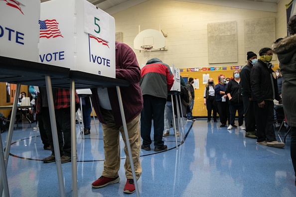 Waiting In Line「Across The U.S. Voters Flock To The Polls On Election Day」:写真・画像(5)[壁紙.com]