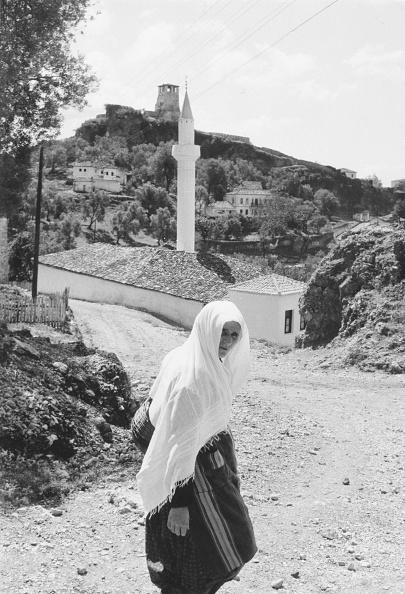 Architectural Feature「Albanian Woman」:写真・画像(13)[壁紙.com]
