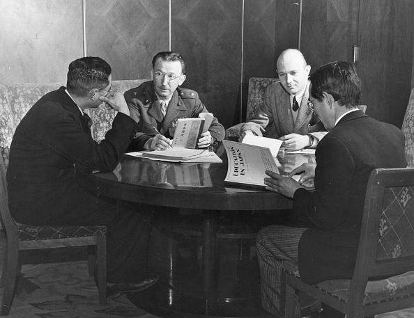 John Dominis「Round Table Talks」:写真・画像(9)[壁紙.com]