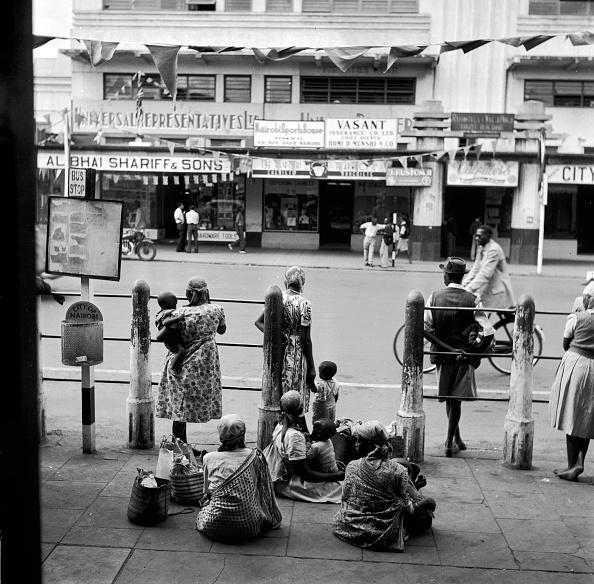 Nairobi「Kenyan Bus Stop」:写真・画像(3)[壁紙.com]