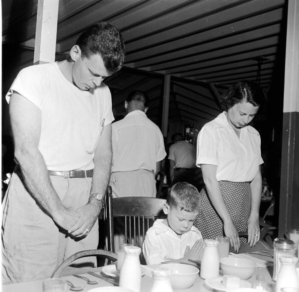 Dining Room「Family Prayer」:写真・画像(4)[壁紙.com]
