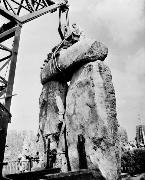 Repairing「Restoring Stonehenge」:写真・画像(7)[壁紙.com]