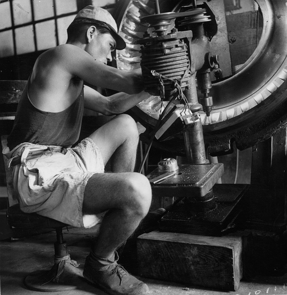 Manual Worker「Tyre Manufacture」:写真・画像(16)[壁紙.com]