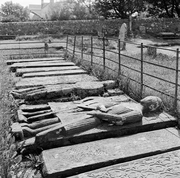 Iona「Iona Tombs」:写真・画像(2)[壁紙.com]