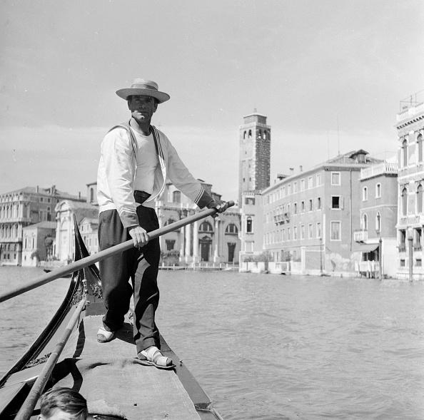 Gondolier「Venetian Gondolier」:写真・画像(2)[壁紙.com]