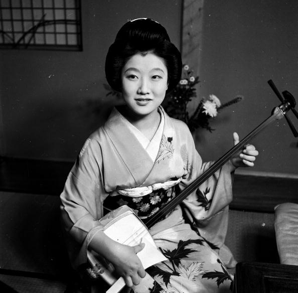 芸者「Samisen Geisha」:写真・画像(5)[壁紙.com]