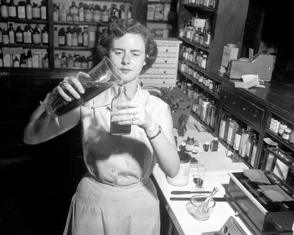 Females「Pharmacist Pouring」:写真・画像(9)[壁紙.com]