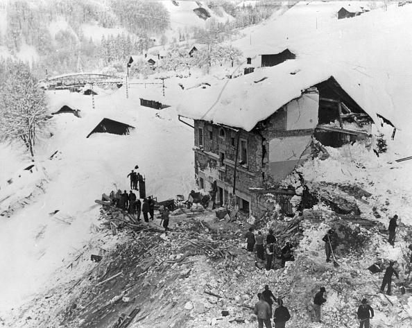 Volunteer「Avalanche Disaster」:写真・画像(1)[壁紙.com]
