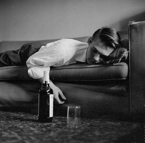 Drinking Glass「Sleeping It Off」:写真・画像(6)[壁紙.com]