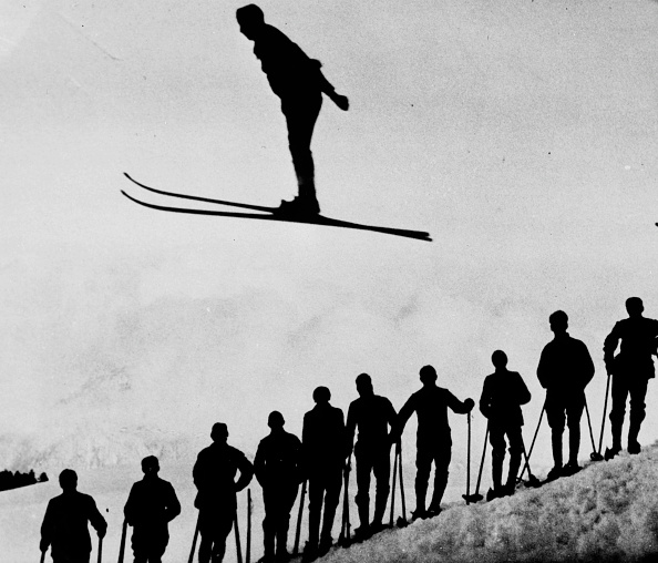 Contrasts「Ski-Jump Silhouette」:写真・画像(1)[壁紙.com]