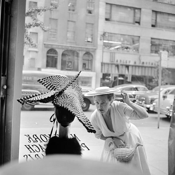 57th Street「Looking At Hat」:写真・画像(1)[壁紙.com]