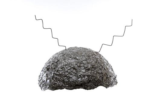 Eccentric「Tin foil hat」:スマホ壁紙(19)