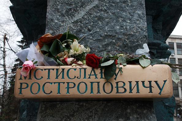 Classical Musician「Rostropovich Statue」:写真・画像(11)[壁紙.com]