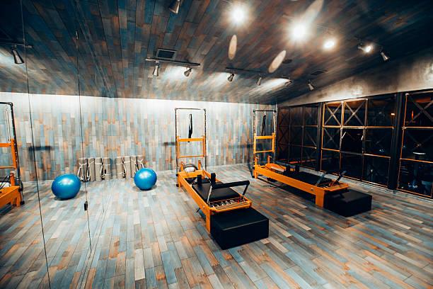 Pilates room in health club:スマホ壁紙(壁紙.com)