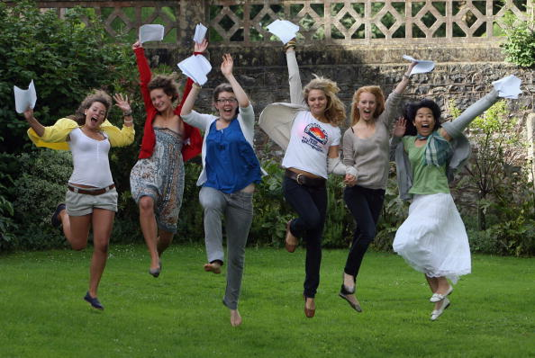 A-Levels「Pupils Receive Record Grades On A-Level Results Day」:写真・画像(1)[壁紙.com]